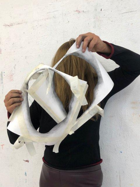 Performance zur Serie Heads, Atelierprojekte München, 2020